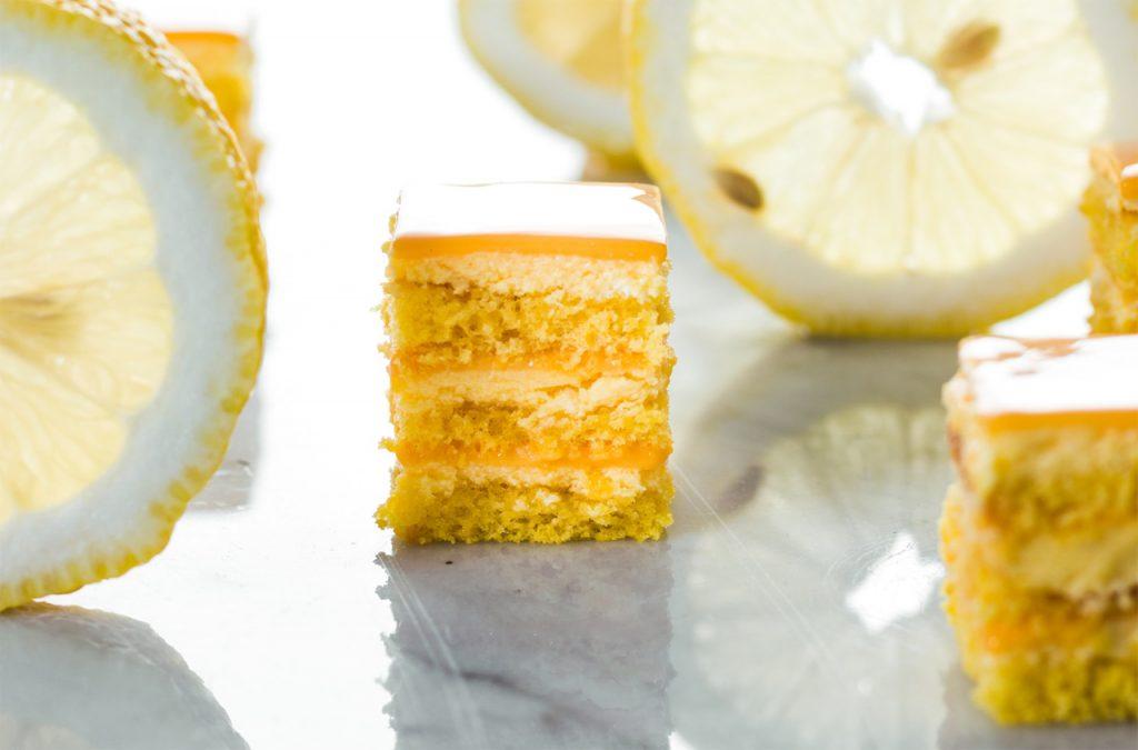 bolo no pote cobertura de limão
